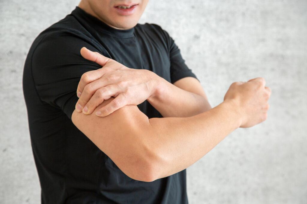 男性の鍛えられた腕